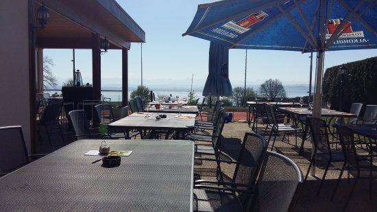 Restaurant avec terrasse vue sur le lac