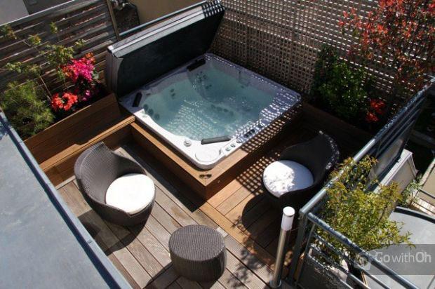 Petite terrasse avec jacuzzi