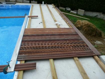 Terrasse bois autour piscine coque