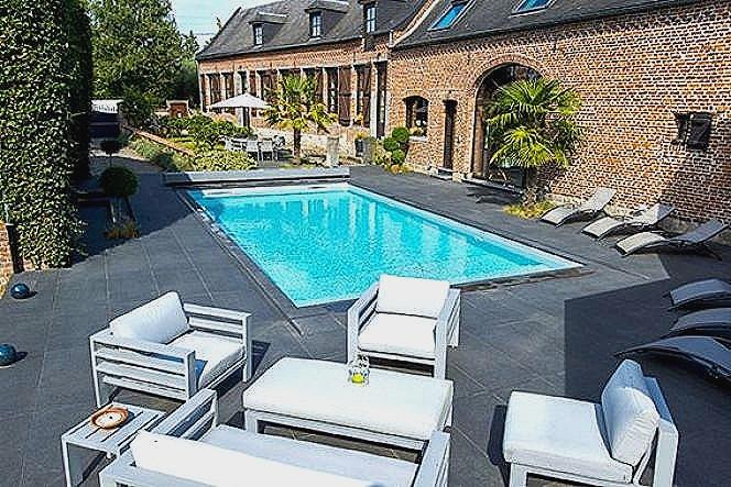 Belle terrasse avec piscine
