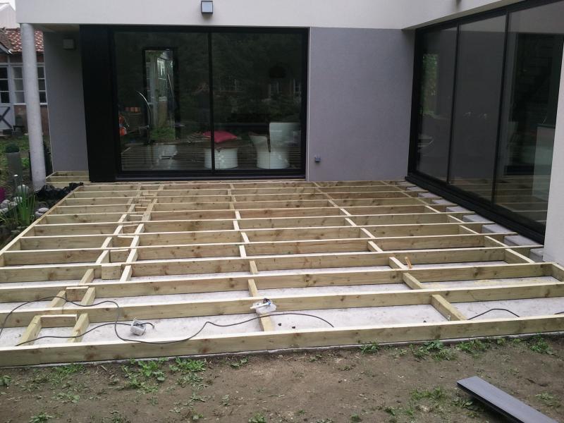 terrasse bois composite ou beton jardin. Black Bedroom Furniture Sets. Home Design Ideas