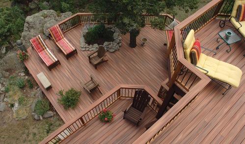 Comment renover une terrasse en bois exotique