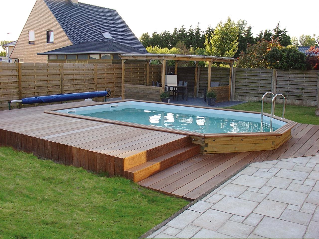 Piscine semi enterr e terrasse bois jardin - Hivernage piscine bois semi enterree ...