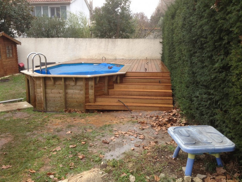 Terrasse bois pour piscine ovale