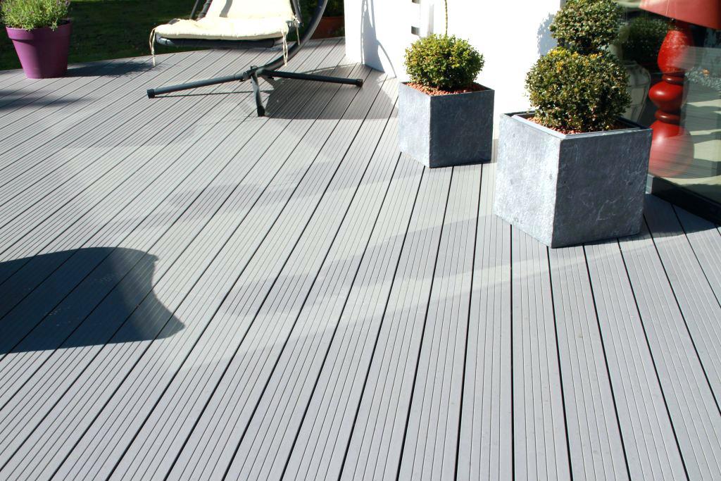 Terrasse bois composite sur dalle beton