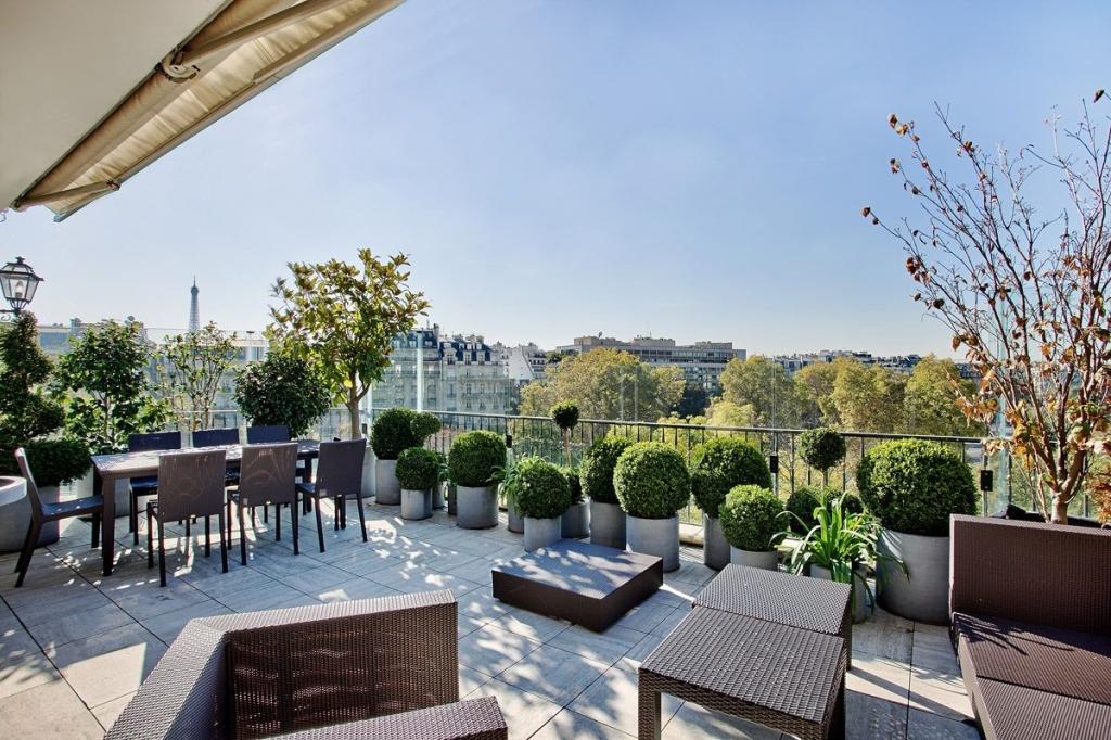 appartement terrasse tour eiffel jardin. Black Bedroom Furniture Sets. Home Design Ideas