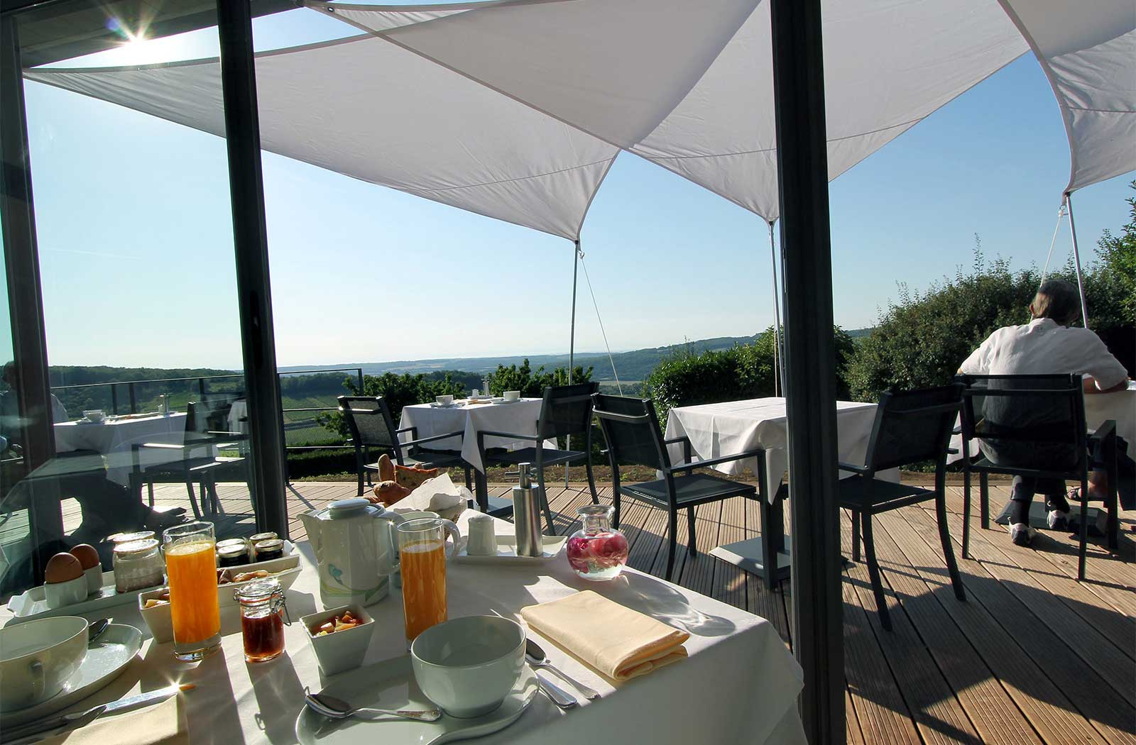 Terrasse hotel petit dejeuner