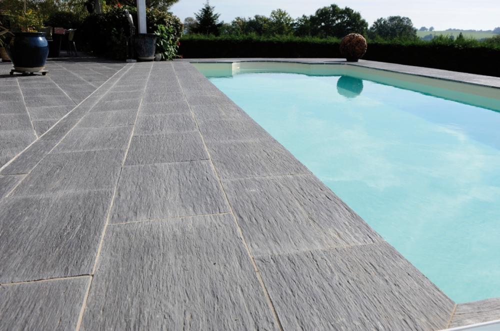 Terrasse piscine carrelée
