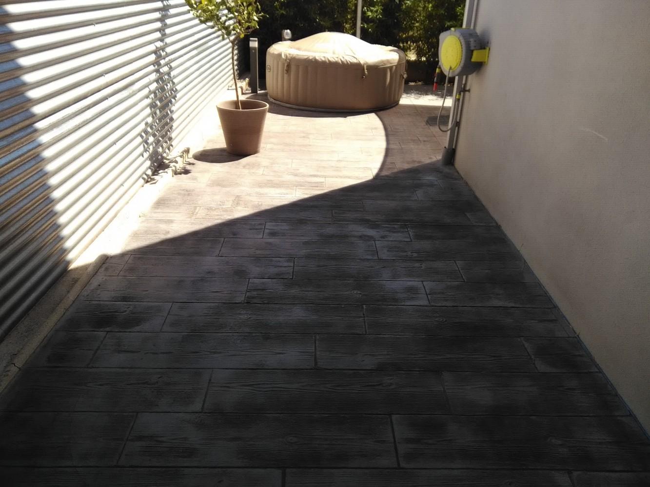 Terrasse beton imprimé gard